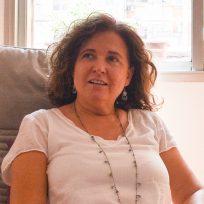 Mercè Perarnau, terapeuta Gestalt de línea integrativa y sistémica. Terapia individual y parejas. Profesora de Yoga.